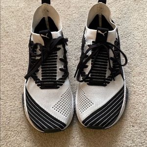 Good used condition Puma Ignite sneakers!